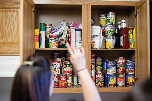 For the time being, many individuals and families are spending more time at home. That means we need more food in the house. Today we compile suggestions to keep in mind when stocking up.