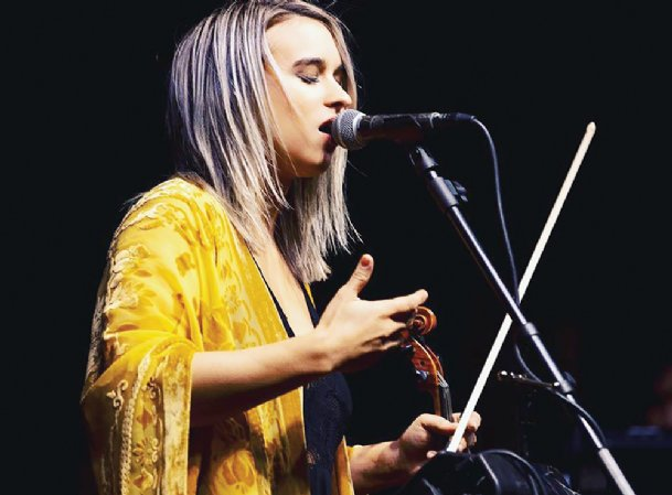 Ruby Jane Smith grew up in Columbus, and now lives in Austin, Texas. The fiddler, singer and songwriter is a contestant on