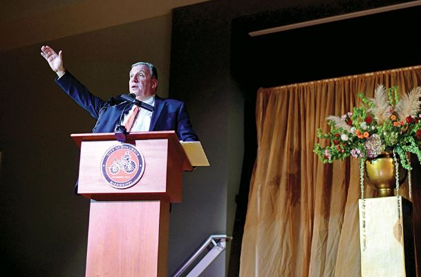 Author John Feinstein addresses attendees during the Welty Gala Friday night at the Trotter Convention Center. Feinstein spoke about his career and lessons learned from coaches and players over the years.