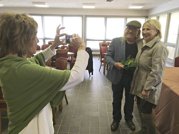 Gail Laws takes a picture of Lydia Martin and gardening guru Felder Rushing earlier this month at the Plymouth Bluff Conservation Center after Rushing spoke to the Belle Fleur and Northwood garden clubs.