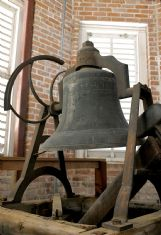 The bell in the MUW clock tower originally rang with the help of a rope that extended from the bell to the bottom of the tower in a shaft. When the mechanism used to rotate the clock broke, a hammer was installed that strikes the bell from the side.