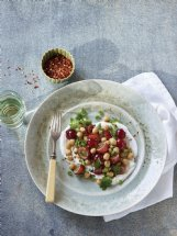 Spiced chickpeas and grapes with yogurt can be ready in less than 30 minutes.